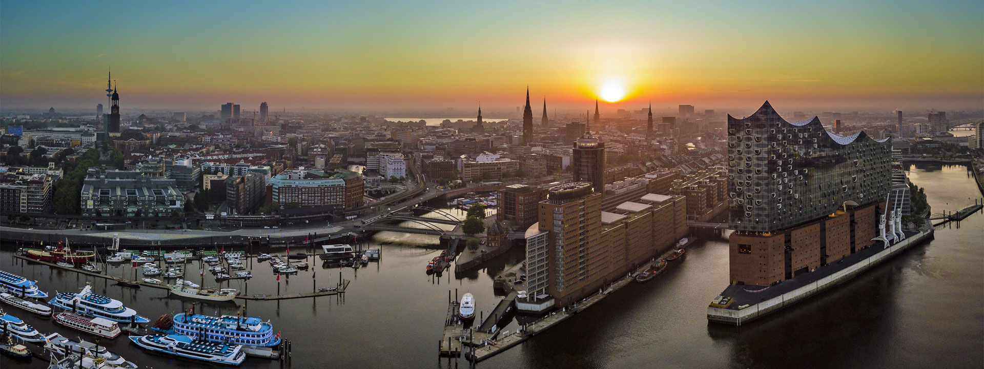 Morning atmosphere at Hamburg with Elphi